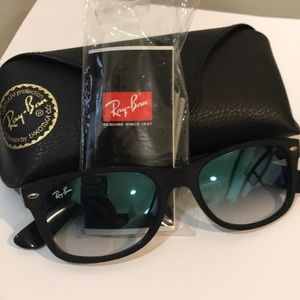 New Black sunglasses (Ray Ban)